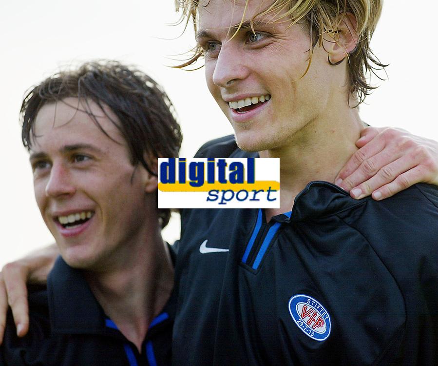 Fotball - Treningsleir La Manga. 11. mars 2002. Stian Ohr og Tobias Grahn jubler etter m&aring;l av Grahn. V&aring;lerenga. VIF Fotball.<br /><br />Foto: Andreas Fadum, Digitalsport
