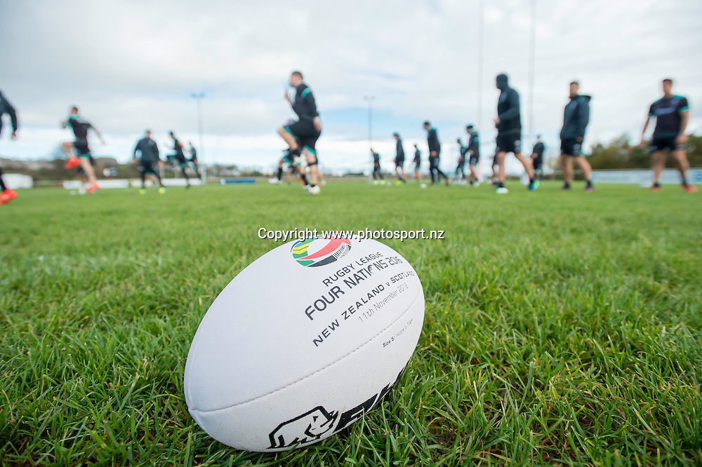Picture by Allan McKenzie/SWpix.com - 10/11/2016 - Rugby League - 2016 Ladbrokes 4 Nations - New Zealand Kiwis Captains Run - Aspatria Rugby Club, Aspatria, England - The Kiwis warm up with some training drills as Aspatria rugby club, Four Nations, Rugby ball. Copyright Image: SWPix / www.photosport.nz