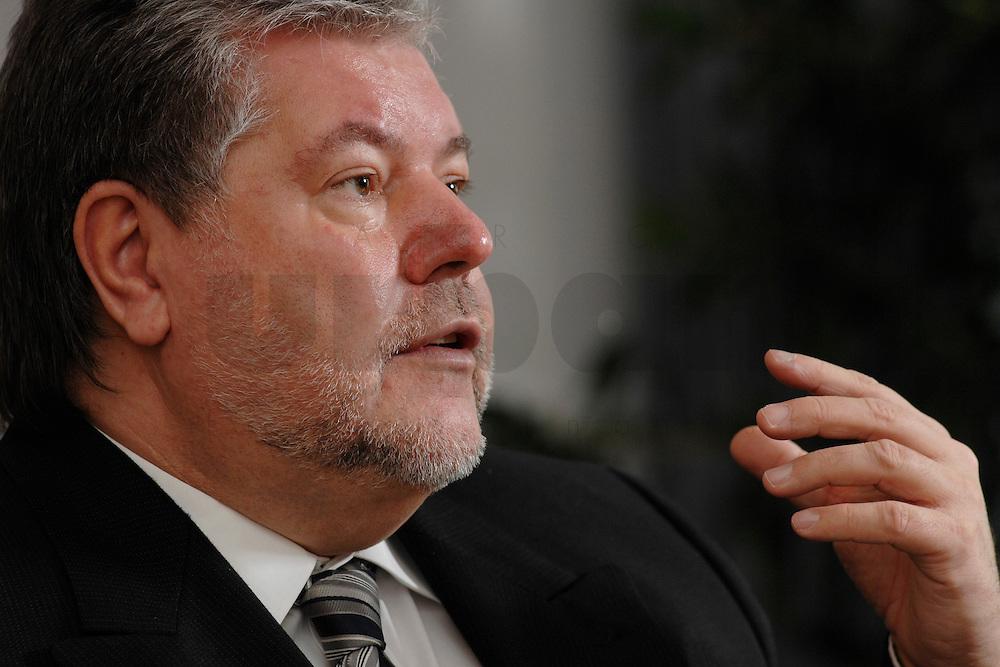 08 JAN 2007, BERLIN/GERMANY:<br /> Kurt Beck, SPD Parteivorsitzender und Ministerpraesident Rheinland-Pfalz, waehrend einem Interview, in seinem Buero, Willy-Brandt-Haus<br /> Kurt Beck, Party Leader of the Social Democratic Party, during an interview, in his office, Willy-Brandt-Haus<br /> IMAGE: 20070108-01-021<br /> KEYWORDS: Ministerpräsident