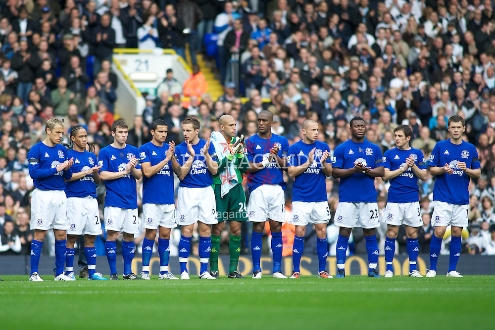 LONDON, ENGLAND - Saturday, October 23, 2010: Everton players line-up for a minute's silence before their match against Tottenham Hotspur during the Premiership match at White Hart Lane. L-R: captain Phil Neville, Steven Pienaar, Seamus Coleman, Tim Cahill, Phil Jagielka, goalkeeper Tim Howard, Sylvain Distin, John Heitinga, Ayegbeni Yakubu, Leighton Baines, Diniyar Bilyaletdinov. (Photo by Gareth Davies/Propaganda)