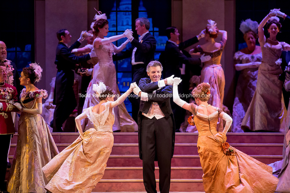 11/11/15 1:44:41 PM -- <br /> The Lyric Opera of Chicago Presents<br /> &quot;The Merry Widow&quot;<br /> Renee Fleming<br /> <br /> &copy; Todd Rosenberg Photography 2015