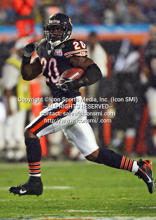 February 04, 2007 - Miami, FL, USA - Chicago Bears THOMAS JONES #20 52-yard run against Indianapolis Colts on Feb. 4, 2007 in Miami, Fla., during Super Bowl XXLI.