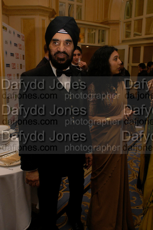 Dr. Kartar Lalvani and Rohini Lalvani. The Asian Business Awards 2005. Hilton. London. 7 April 2005. ONE TIME USE ONLY - DO NOT ARCHIVE  © Copyright Photograph by Dafydd Jones 66 Stockwell Park Rd. London SW9 0DA Tel 020 7733 0108 www.dafjones.com