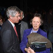 Groot Russisch Kerstcircus Den Haag, Jan Wiarda en vrouw in gesprek met Eugenie van Agt