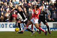 Photo: Alan Crowhurst.<br />Swindon Town v Swansea City. Coca Cola League 1.<br />31/12/2005. <br />Lee Trundle (L) on the ball for Swansea.