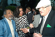 SIR V.S. NAIPAUL , LADY NAIPAUL AND DAVID HOCKNEY, Tatler Summer Party. The Hempel. Craven Hill Gdns. London. 25 June 2008 *** Local Caption *** -DO NOT ARCHIVE-© Copyright Photograph by Dafydd Jones. 248 Clapham Rd. London SW9 0PZ. Tel 0207 820 0771. www.dafjones.com.