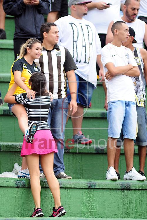 O jogador torcida durante o jogo entre Santos x Audax,  em partida válida pelo campeonato paulista de 2015 , no estádio do Pacaembu em Sao Paulo. Foto ALAN MORICI/FRAME