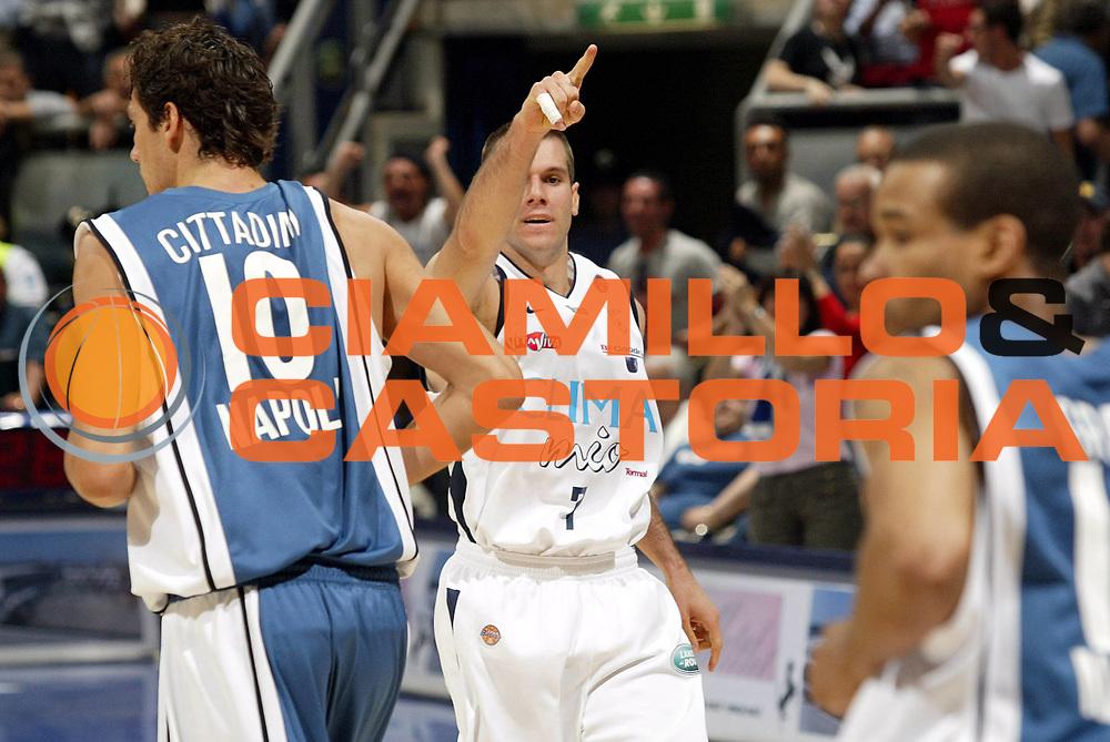 DESCRIZIONE : Bologna Lega A1 2005-06 Play Off Semifinale Gara 5 Climamio Fortitudo Bologna Carpisa Napoli <br /> GIOCATORE : Becirovic <br /> SQUADRA : Climamio Fortitudo Bologna<br /> EVENTO : Campionato Lega A1 2005-2006 Play Off Semifinale Gara 5 <br /> GARA : Climamio Fortitudo Bologna Carpisa Napoli <br /> DATA : 11/06/2006 <br /> CATEGORIA : Esultanza  <br /> SPORT : Pallacanestro <br /> AUTORE : Agenzia Ciamillo-Castoria/E.Pozzo