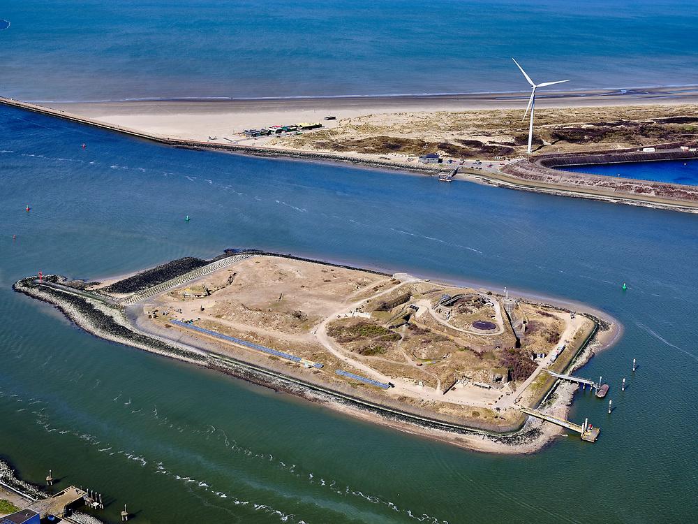Nederland, Noord-Holland, Gemeente Velsen, 23-03-2020; monding Noordzeekanaal met havenhoofden (Zuidpier en Noordpier). Tusssen Noorderbuitenkanaal en Zuiderbuitenkanaal <br /> het Forteiland, ook wel genaamd  Fort IJmuiden en onderdeel van de Stelling van Amsterdam.<br /> Entrance Northsea channel with IJmuiden Fortress.<br /> luchtfoto (toeslag op standaard tarieven);<br /> aerial photo (additional fee required)<br /> copyright © 2020 foto/photo Siebe Swart