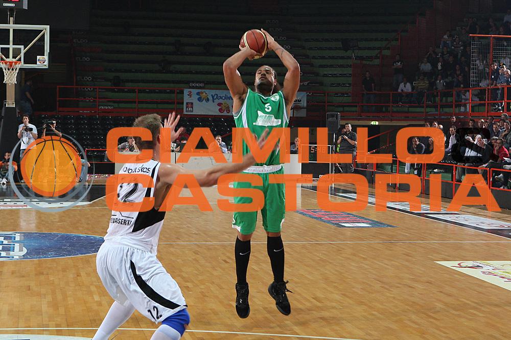 DESCRIZIONE : Caserta Lega A 2009-10 Basket Amichevole Trofeo Irtet Citta di Caserta Pepsi Juve Caserta Air Avellino<br /> GIOCATORE : Chevon Troutman<br /> SQUADRA : Air Avellino<br /> EVENTO : Campionato Lega A 2009-2010 <br /> GARA : Pepsi Juve Caserta Air Avellino<br /> DATA : 26/09/2009<br /> CATEGORIA : tiro<br /> SPORT : Pallacanestro <br /> AUTORE : Agenzia Ciamillo-Castoria/C.De Massis<br /> Galleria : Lega Basket A 2009-2010 <br /> Fotonotizia : Caserta Lega A 2009-10 Basket Amichevole Trofeo Irtet Citta di Caserta Pepsi Juve Caserta Air Avellino<br /> Predefinita :