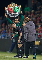 LIVERPOOL, ENGLAND - Thursday, December 10, 2015: Liverpool's manager Jürgen Klopp prepares to bring on Jordan Rossiter during the UEFA Europa League Group Stage Group B match against FC Sion at Stade de Tourbillon. (Pic by David Rawcliffe/Propaganda)