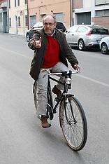 20120225 TAGLIANI TIZIANO IN BICICLETTA CON LE CORNA