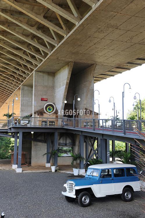 Complexo Turistico Mirante Ponte Estaiada , em Teresina, Piaui, inaugurada em 2011. O mirante, que fica localizado a 95 metros de altura. = Tourist Complex Lookout Stayed Bridge in Teresina, Piaui, opened in 2011. The observatory, which is located 95 meters high.