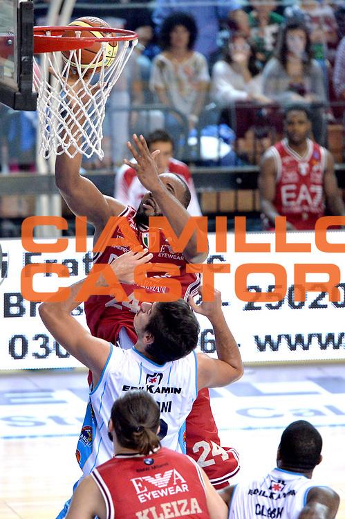 DESCRIZIONE : Cremona Lega A 2014-15 Vainoli Cremona vs EA7 Emporio Armani Milano<br /> GIOCATORE : Samardo Samuels<br /> CATEGORIA : Tiro<br /> SQUADRA : EA7 Emporio Armani Milano<br /> EVENTO : Campionato Lega A 2014-2015<br /> GARA : Vainoli Cremona vs EA7 Emporio Armani Milano<br /> DATA : 11/10/2014<br /> SPORT : Pallacanestro <br /> AUTORE : Agenzia Ciamillo-Castoria/I.Mancini<br /> Galleria : Lega Basket A 2014-2015  <br /> Fotonotizia : Cremona Lega A 2014-2015 Pallacanestro Vainoli Cremona vs EA7 Emporio Armani Milano<br /> Predefinita :
