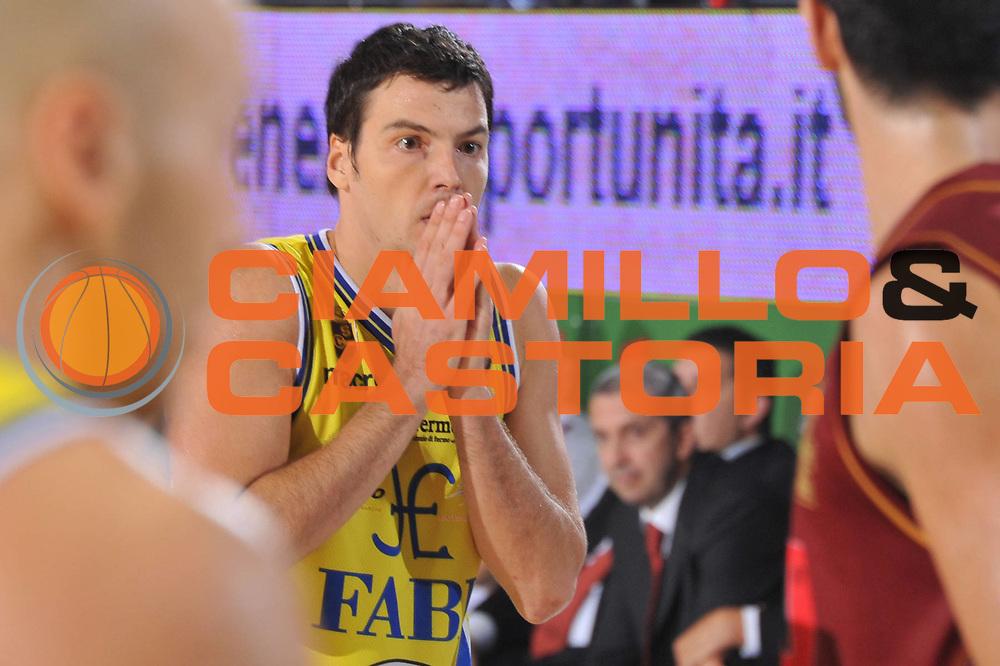 DESCRIZIONE : Treviso Lega A 2011-12 Umana Venezia Fabi Schoes Montegranaro<br /> GIOCATORE : Ivan Zoroski<br /> CATEGORIA :  Delusione<br /> SQUADRA : Umana Venezia Fabi Schoes Montegranaro<br /> EVENTO : Campionato Lega A 2011-2012<br /> GARA : Umana Venezia Fabi Schoes Montegranaro<br /> DATA : 30/10/2011<br /> SPORT : Pallacanestro<br /> AUTORE : Agenzia Ciamillo-Castoria/M.Gregolin<br /> Galleria : Lega Basket A 2011-2012<br /> Fotonotizia :  Treviso Lega A 2011-12 Umana Venezia Fabi Schoes Montegranaro  <br /> Predefinita :
