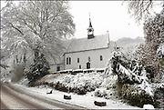Nederland, Ubbergen, 27-12-2014Sneeuwval in Midden en zuid nederland. Het levert schilderachtige beelden op, maar is voor het verkeer , fietsers en de postbode onaangenaam. In ubbergen bij Nijmegen staan veel mooie huizen, villas uit de 19e eeuw.FOTO: FLIP FRANSSEN/ HOLLANDSE HOOGTE