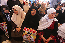 August 7, 2017 - Gaza City, Gaza Strip, Palestinian Territory - Palestinians take part in a protest to show solidarity with Palestinian prisoners held in Israeli jails, in front of Red cross office in Gaza city.  (Credit Image: © Mohammed Asad/APA Images via ZUMA Wire)