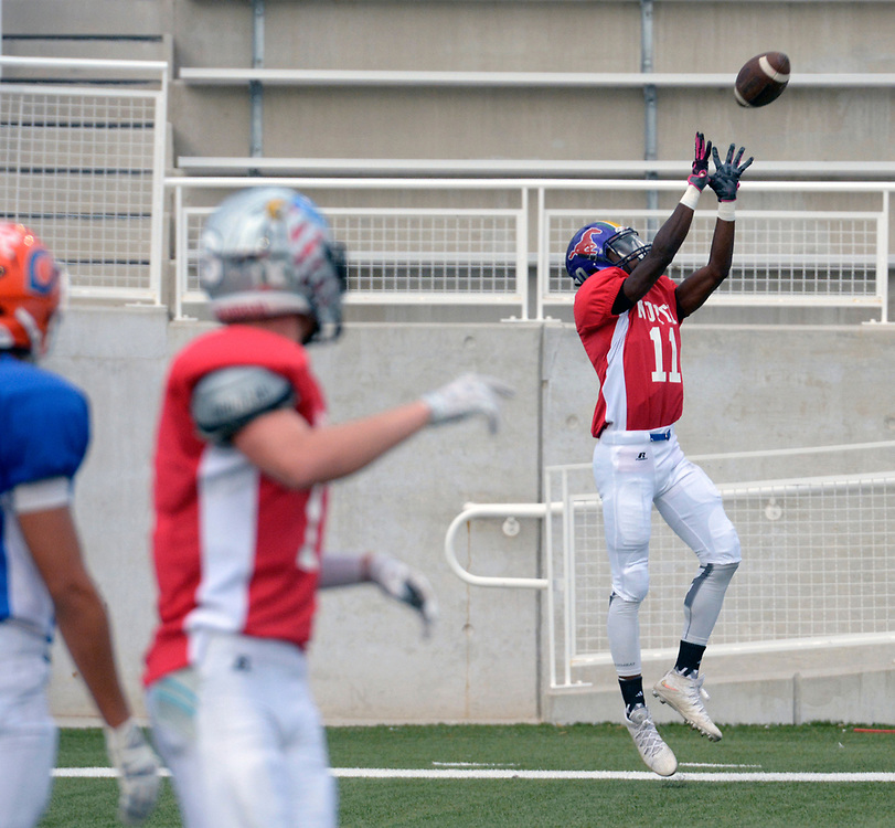 gbs072517f/SPORTS -- The North's  Ryan Moore of Manzano catches a touchdown pass during the North South All-Star game in Nusenda Community Stadium in Albuquerque on Tuesday, July 25, 2017.(Greg Sorber/Albuquerque Journal)