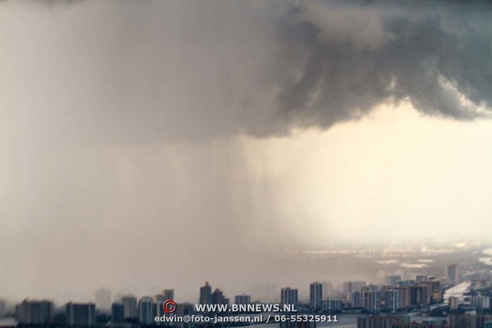 USA/Miami/20150808 - Rondvlucht boven Miami, slecht weer