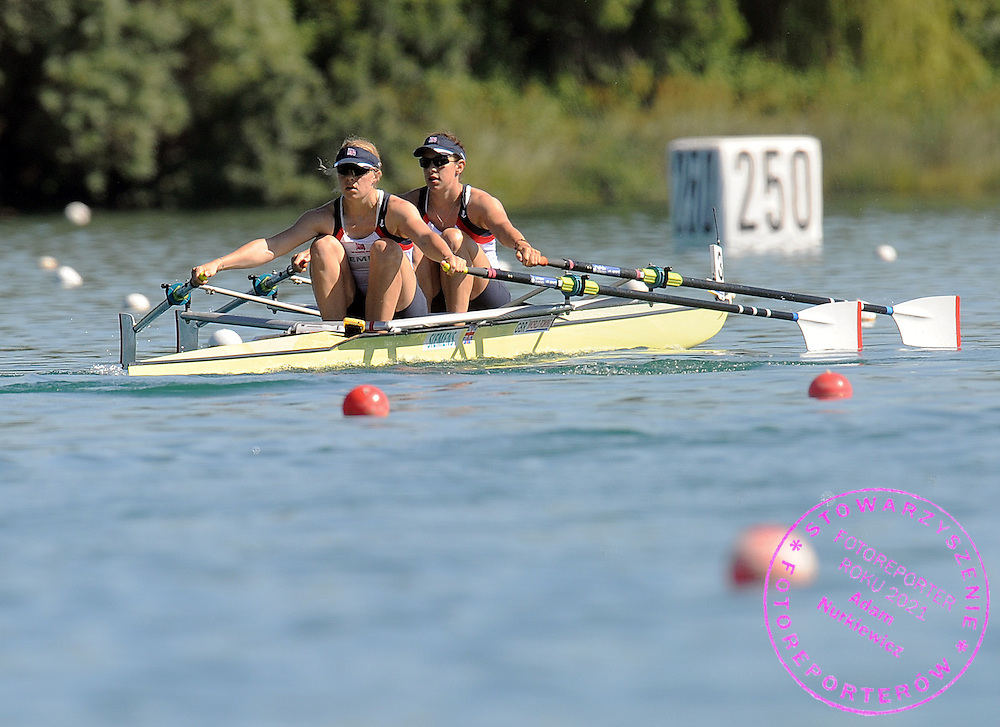 (L) ANNA BEBINGTON & (R) ANNIE VERNON (BOTH GREAT BRITAIN) COMPETE AT WOMEN'S DOUBLE SCULLS HEAT DURING DAY 1 FISA ROWING WORLD CUP ON ESTANY LAKE IN BANYOLES, SPAIN...BANYOLES , SPAIN , MAY 29, 2009..( PHOTO BY ADAM NURKIEWICZ / MEDIASPORT )..PICTURE ALSO AVAIBLE IN RAW OR TIFF FORMAT ON SPECIAL REQUEST.