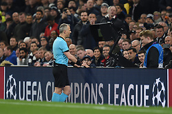 09.04.2019, White Hart Lane, London, ENG, UEFA CL, Tottenham Hotspur vs Manchester City, Viertelfinale, Hinspiel, im Bild Referee Bjorn Kuipers consults VAR before awarding a penalty for handball // Referee Bjorn Kuipers consults VAR before awarding a penalty for handball during the UEFA Champions League quarterfinals, 1st leg match between Tottenham Hotspur and Manchester City at the White Hart Lane in London, England on 2019/04/09. EXPA Pictures © 2019, PhotoCredit: EXPA/ Focus Images/ Martyn Haworth<br /> <br /> *****ATTENTION - for AUT, GER, FRA, ITA, SUI, POL, CRO, SLO only*****
