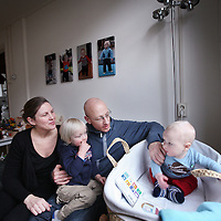 Nederland, Amsterdam , 23 februari 2013..Klein behuisde gezinnen..Klein behuisd in de Staatsliedenbuurt.jenny en jeroen met troy en tyler.A family of 4 are cramped for room in a former working-class district in Amsterdam. Now it is a multicultural neighborhood with a diverse population composition.