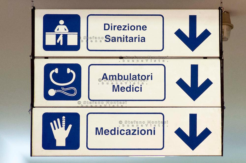 Roma 18 Luglio 2013<br /> Il  Poliambulatorio della Caritas di Roma alla Stazione Termini. I cartelli con le indicazioni