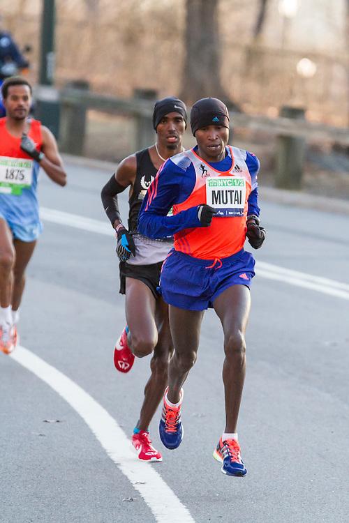 lead pack of elite men in Central Park, Mutai leads Farah