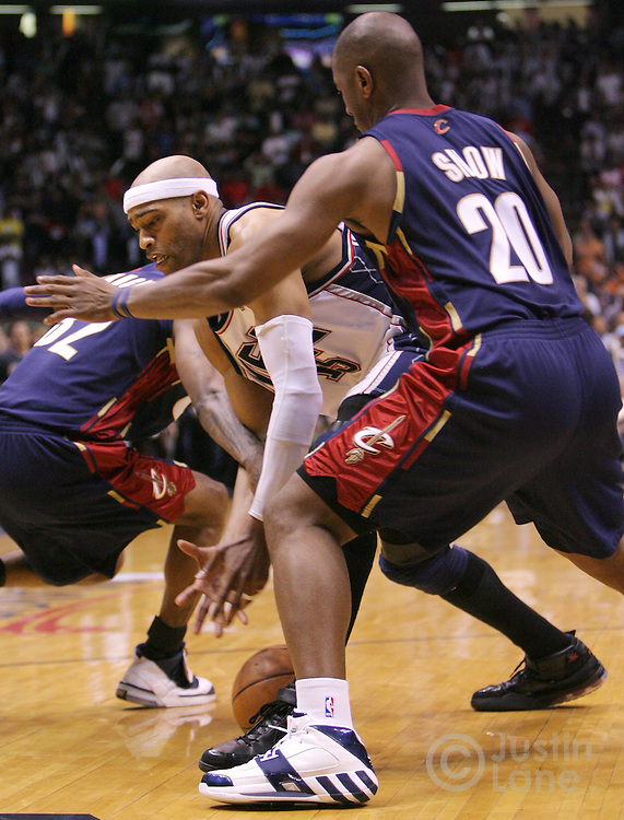 The Nets' Vince Carter (C) loses control of the ball between the Cavaliers' Larry Hughes (L) and Eric Snow (R) during the final seconds of the fourth quarter of game 4 of the Eastern conference semifinals between the Cleveland Cavaliers and the New Jersey Nets at Continental Airlines Arena in East Rutherford, New Jersey on 14 May 2007. The Cavaliers won 87-85 and lead the series 3-1.