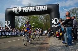 17-04-2011 WIELRENNEN: AMSTEL GOLD RACE: VALKENBURG<br /> Kopgroep beklimt de Bemelerberg<br /> ©2011-WWW.FOTOHOOGENDOORN.NL / Peter Schalk