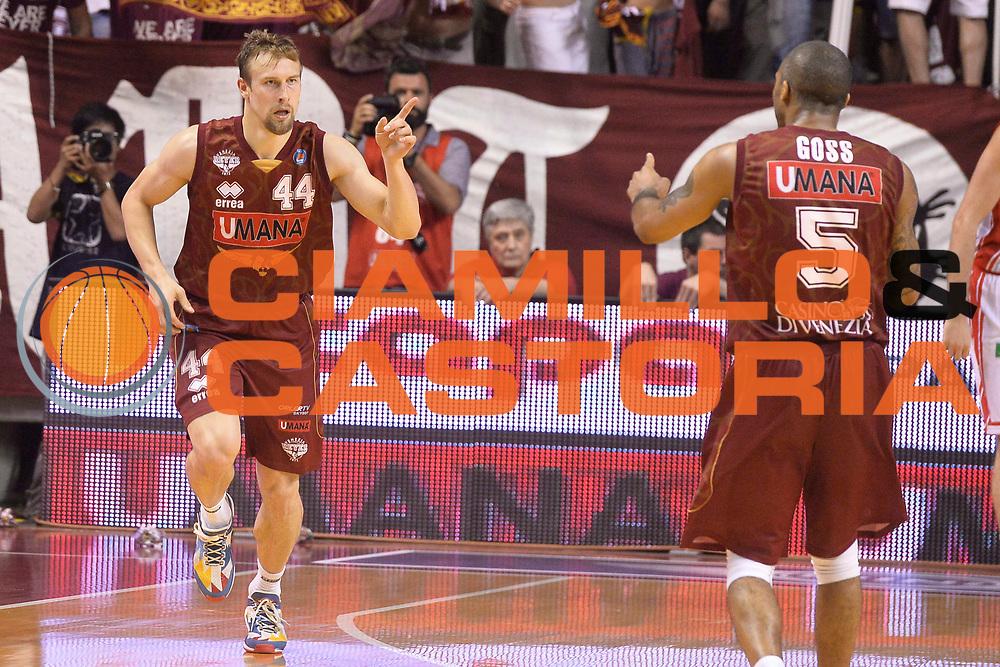 DESCRIZIONE : Venezia Lega A 2014-15 Umana Venezia-Grissin Bon Reggio Emilia  playoff Semifinale gara 5<br /> GIOCATORE :Dulkys Deividas<br /> CATEGORIA :  Low Esultanza Mani <br /> SQUADRA : Umana Venezia<br /> EVENTO : LegaBasket Serie A Beko 2014/2015<br /> GARA : Umana Venezia-Grissin Bon Reggio Emilia playoff Semifinale gara 5<br /> DATA : 05/06/2015 <br /> SPORT : Pallacanestro <br /> AUTORE : Agenzia Ciamillo-Castoria /Richard Morgano<br /> Galleria : Lega Basket A 2014-2015 Fotonotizia : Reggio Emilia Lega A 2014-15 Umana Venezia-Grissin Bon Reggio Emilia playoff Semifinale gara 5<br /> Predefinita :