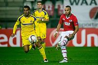ALKMAAR - 20-10-2016, AZ - Maccabi Tel Aviv, AFAS Stadion, Maccabi Tel Aviv speler Eyal Golasa, AZ speler Iliass Bel Hassani