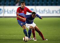 Fotball, 16. september 2005,  UEFA cup ,<br /> Vålerenga - Steaua Bucuresti<br /> Victoras Constantin Lacob, Steaua og David Driscoll , Vålerenga