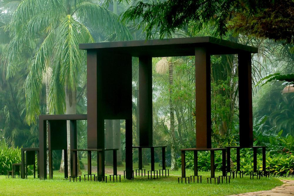 Brumadinho_MG, Brasil...Museu de Arte Contemporanea de Inhotim (CACI). Na Foto a obra Inmensa...The Inhotim Contemporary Art Museum (CACI). In this photo the art Inmensa...Foto: BRUNO MAGALHAES / NITRO.