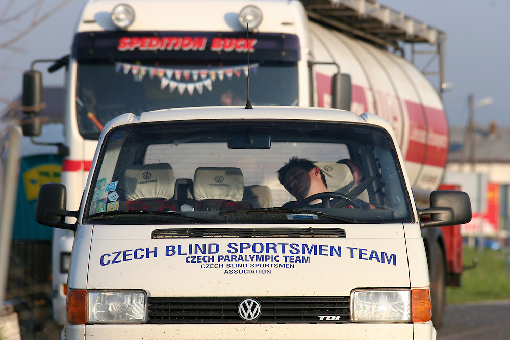 Morgendlicher Aufenthalt mit dem Teambus an einer Raststaette auf dem Weg zum internationalen Goalball Turnierin Zagreb. Goalball ist eine Mannschaftssportart f&uuml;r blinde und sehbehinderte Menschen und wurde vom &Ouml;sterreicher Hans Lorenzen und dem deutschen Sepp Reindle f&uuml;r Kriegsinvalide entwickelt und zum ersten Mal 1946 gespielt. Die Bilder entstanden auf zwei internationalen Goalball Turnieren in Budapest und Zagreb 2007.<br /> <br /> Czech team bus during an early morning stop on the way to the international Goalball tournament in Zagreb. Goalball is a team sport designed for blind and visually impaired athletes. It was devised by an Austrian, Hanz Lorenzen, and a German, Sepp Reindle, in 1946 in an effort to help in the rehabilitation of visually impaired World War II veterans. The International Blind Sports Federatgion (IBSA - www.ibsa.es), responsible for fifteen sports for the blind and partially sighted in total, is the governing body for this sport. The images were made during two Goalball tournaments in Budapest and Zahreb 2007.