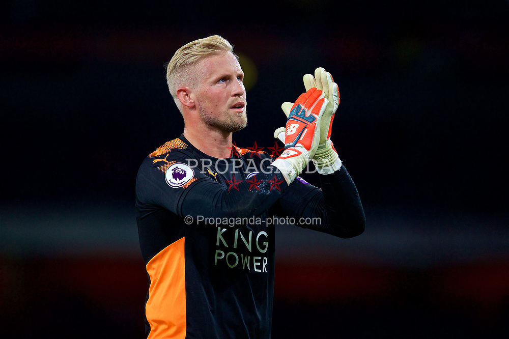LONDON, ENGLAND - Friday, August 11, 2017: Leicester City's goalkeeper Kasper Schmeichel looks dejected after losing 4-3 during the FA Premier League match between Arsenal and Leicester City at the Emirates Stadium. (Pic by David Rawcliffe/Propaganda)