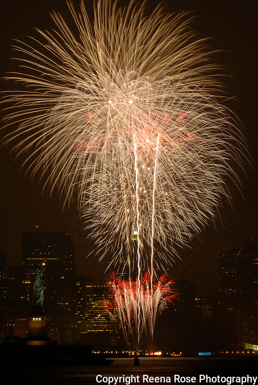 Macy's Fourth of July Fireworks Display<br /> New York City, NY