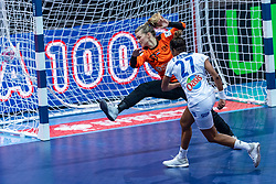 14-12-2018 FRA: Women European Handball Championships France - Netherlands, Paris<br /> Second semi final France - Netherlands / Tess Wester #33 of Netherlands , Estelle Nze Minko #27 of France