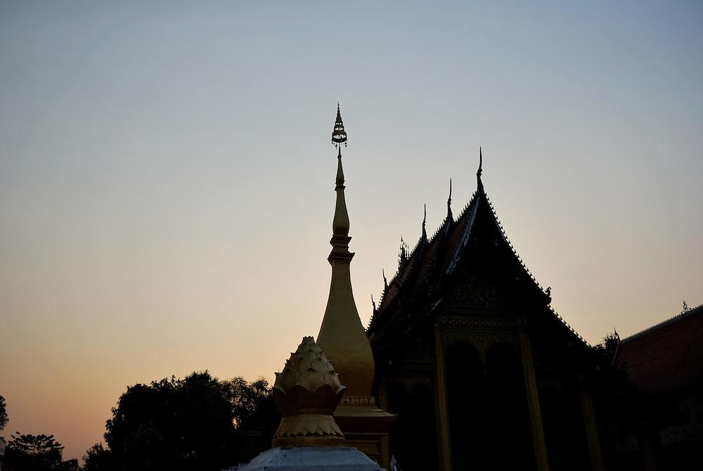 Wat Xieng Thong at sun down