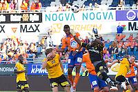 NM fotball 2014: Aalesund - Lillestrøm.  Lillestrøms keeper Arnold Origi bokser Leke James i ansiktet under 4. runde i cupen mellom Aalesund og Lillestrøm på Color Line Stadion. Frode Kippe til venstre.
