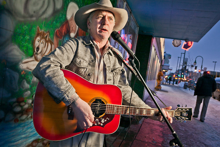 """Street Musician, """"The Hollis Surrounder"""", Paul Tallent, in front of the Panhandler Bar on Fourth Avenue, downtown Anchorage."""