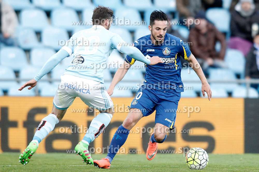 27.02.2016, Estadio Balaidos, Vigo, ESP, Primera Division, Getafe CF vs RC Celta, 26. Runde, im Bild Getafe's Pablo Sarabia (r) and Celta de Vigo's Sergi Gomez // during the Spanish Primera Division 26th round match between Getafe CF and RC Celta at the Estadio Balaidos in Vigo, Spain on 2016/02/27. EXPA Pictures &copy; 2016, PhotoCredit: EXPA/ Alterphotos/ Acero<br /> <br /> *****ATTENTION - OUT of ESP, SUI*****