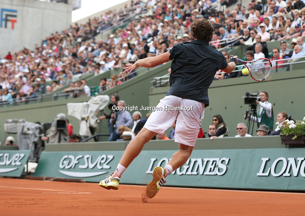 French Open 2014, Roland Garros,Paris,ITF Grand Slam Tennis Tournament,<br /> Ernests Gulbis (LAT),Vorhand Rueckschlag,Aktion,Einzelbild,Ganzkoerper,<br /> Querformat,von hinten,Rueckenansicht,