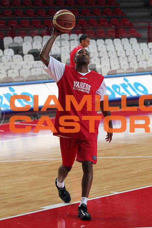 DESCRIZIONE : Varese Lega A 2010-11 Cimberio Varese Allenamenti pre-campionato<br /> GIOCATORE : Phil Goss<br /> SQUADRA : Cimberio Varese<br /> EVENTO : Campionato Lega A 2010-2011<br /> GARA : Allenamenti pre-campionato<br /> DATA : 30/08/2010<br /> CATEGORIA : Allenamenti Tiro<br /> SPORT : Pallacanestro<br /> AUTORE : Agenzia Ciamillo-Castoria/G.Cottini<br /> Galleria : Lega Basket A 2010-2011<br /> Fotonotizia : Varese Lega A 2010-11 Cimberio Varese Allenamenti pre-campionato<br /> Predefinita :