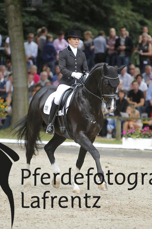 REISER Yvonne, Royal Classic 9<br /> Warendorf Bundeschampionate - 2011<br /> <br /> (c) www.sportfotos-Lafrentz. de/Stefan Lafrentz