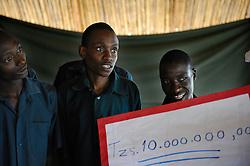16-10-2008 REPORTAGE: KILIMANJARO CHALLENGE 2008: TANZANIA<br /> Rondleiding bij Sibusiso<br /> ©2008-WWW.FOTOHOOGENDOORN.NL