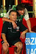 BORMIO LUGLIO 2004<br /> RITIRO PREOLIMPICO NAZIONALE ITALIANA BASKET NELLA FOTO GIAMMARCO POZZECCO E CLAUDIO GALLEANI (FISIOTERAPISTA)<br /> FOTO CIAMILLO-CASTORIA