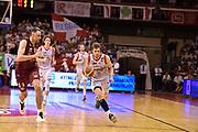 DESCRIZIONE : Reggio Emilia Lega A 2014-15 Semifinale Gara 6 Grissin Bon Reggio Emilia - Umana Venezia <br /> GIOCATORE : Ojars Silins <br /> CATEGORIA : contropiede palleggio <br /> SQUADRA : Grissin Bon Reggio Emilia<br /> EVENTO : Campionato Lega A 2014-2015 <br /> GARA : Semifinale Gara 6 Grissin Bon Reggio Emilia - Umana Venezia<br /> DATA : 09/06/2015<br /> SPORT : Pallacanestro <br /> AUTORE : Agenzia Ciamillo-Castoria/GiulioCiamillo<br /> Galleria : Lega Basket A 2014-2015  <br /> Fotonotizia : Reggio Emilia Lega A 2014-15 Semifinale Gara 6 Grissin Bon Reggio Emilia - Umana Venezia