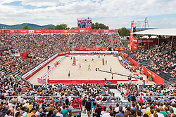 28.07.2017, Donauinsel, Wien, AUT, FIVB Beach Volleyball WM, Wien 2017, Herren, Gruppe L, im Bild Übersicht von der Arena // overview of the arena during the men's group L match of 2017 FIVB Beach Volleyball World Championships at the Donauinsel in Wien, Austria on 2017/07/28. EXPA Pictures © 2017, PhotoCredit: EXPA/ Sebastian Pucher