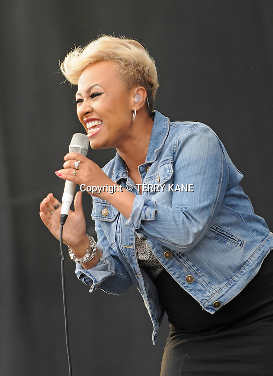 WESTON PARK, UK:.Emeli Sande plays the V Festival on Sunday 19th August 2012..PHOTOGRAPH BY TERRY KANE / BARCROFT MEDIA LTD..UK Office, London..T: +44 845 370 2233.E: pictures@barcroftmedia.com.W: www.barcroftmedia.com..Australasian & Pacific Rim Office, Melbourne..E: info@barcroftpacific.com.T: +613 9510 3188 or +613 9510 0688.W: www.barcroftpacific.com..Indian Office, Delhi..T: +91 997 1133 889.W: www.barcroftindia.com